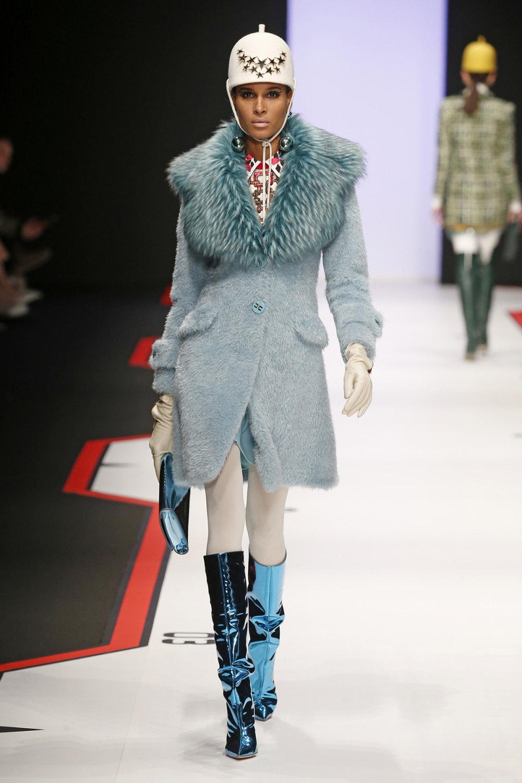 Elisabetta Franchi时装系列简约時尚的蓝色外套衬有印花迷你裙-28.jpg