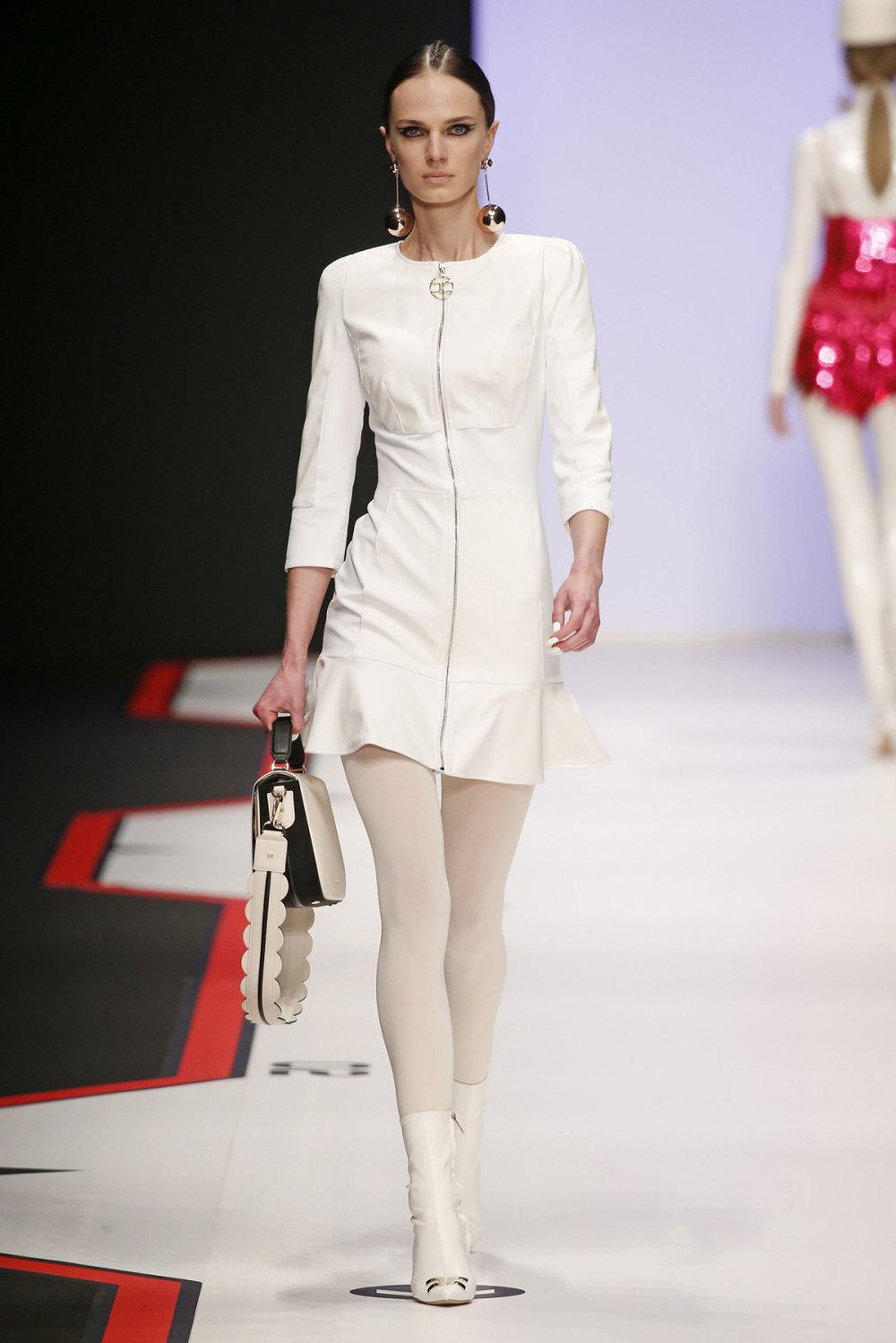 Elisabetta Franchi时装系列简约時尚的蓝色外套衬有印花迷你裙-29.jpg