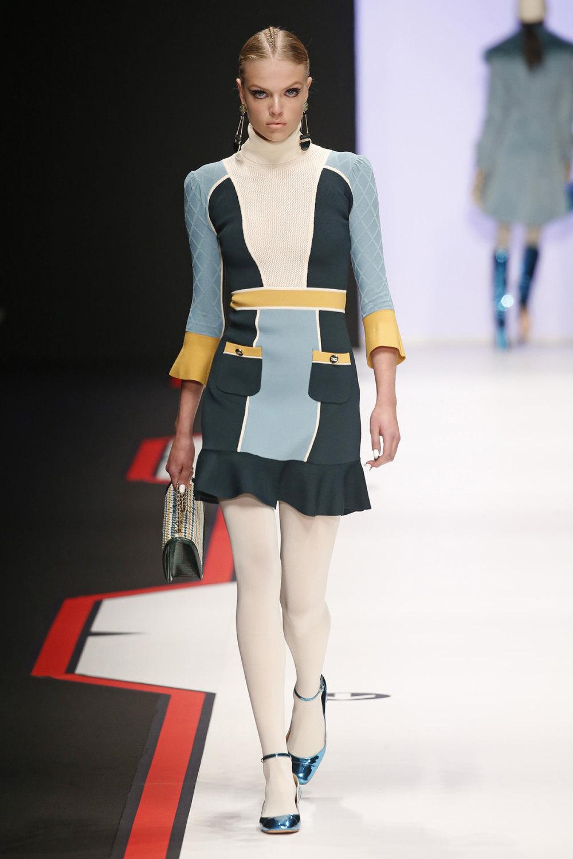 Elisabetta Franchi时装系列简约時尚的蓝色外套衬有印花迷你裙-30.jpg