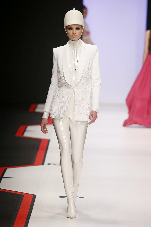 Elisabetta Franchi时装系列简约時尚的蓝色外套衬有印花迷你裙-37.jpg