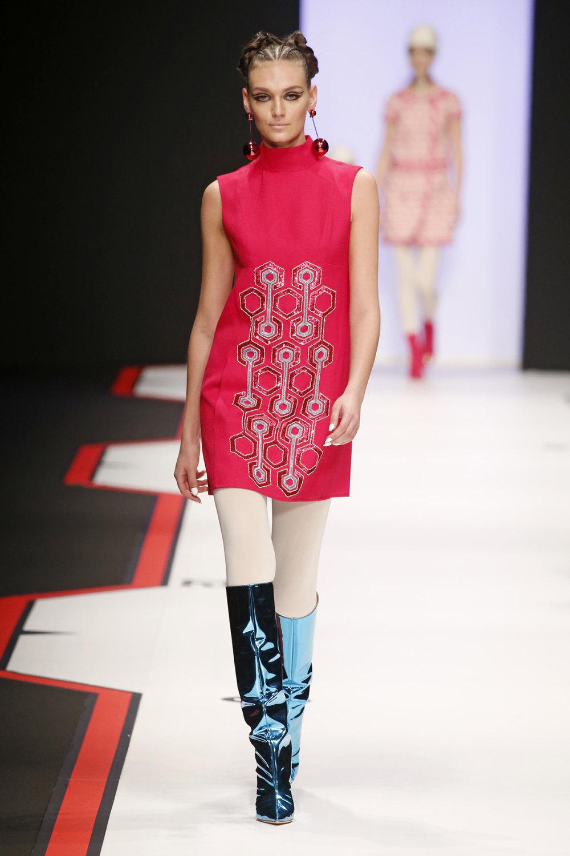 Elisabetta Franchi时装系列简约時尚的蓝色外套衬有印花迷你裙-42.jpg
