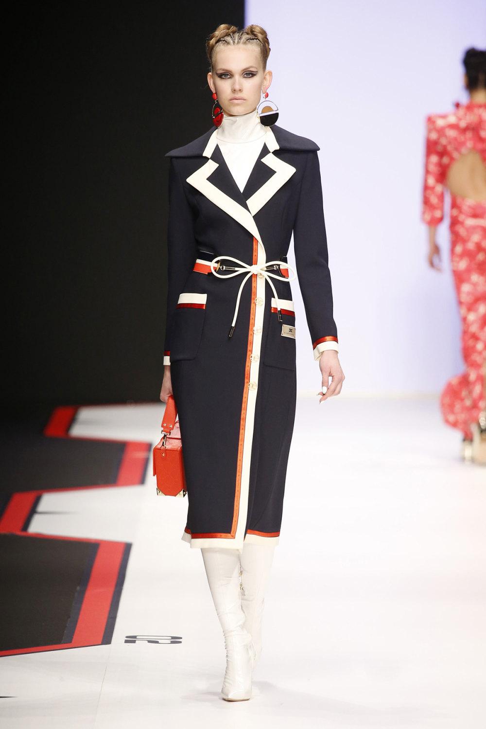 Elisabetta Franchi时装系列简约時尚的蓝色外套衬有印花迷你裙-51.jpg