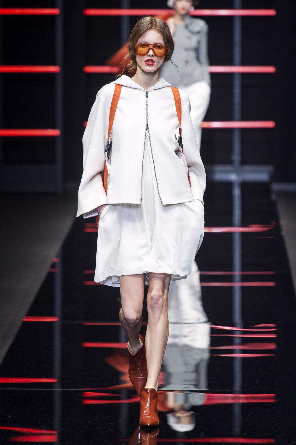 Emporio Armani时装系列畅的裤子带有柔滑裙子的鸡尾酒礼服-5.jpg