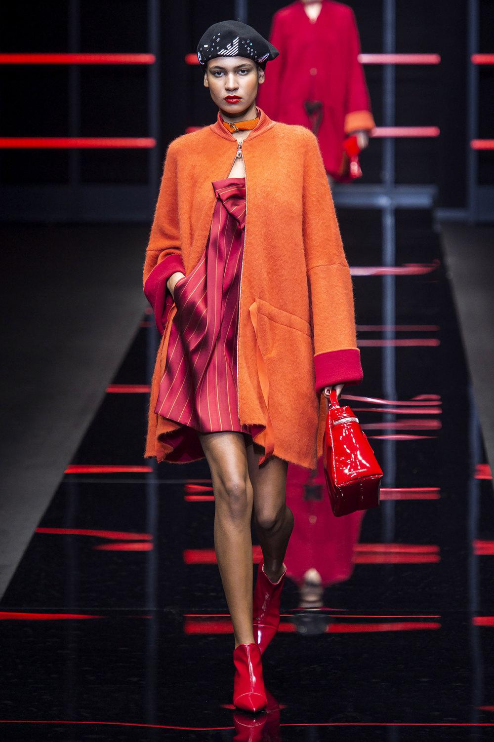 Emporio Armani时装系列畅的裤子带有柔滑裙子的鸡尾酒礼服-7.jpg