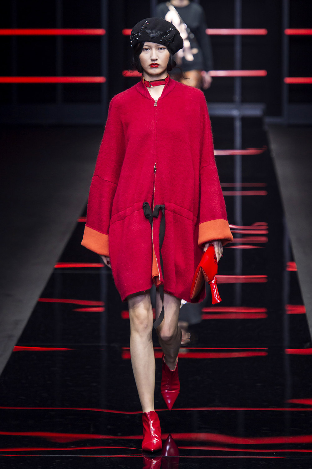 Emporio Armani时装系列畅的裤子带有柔滑裙子的鸡尾酒礼服-8.jpg