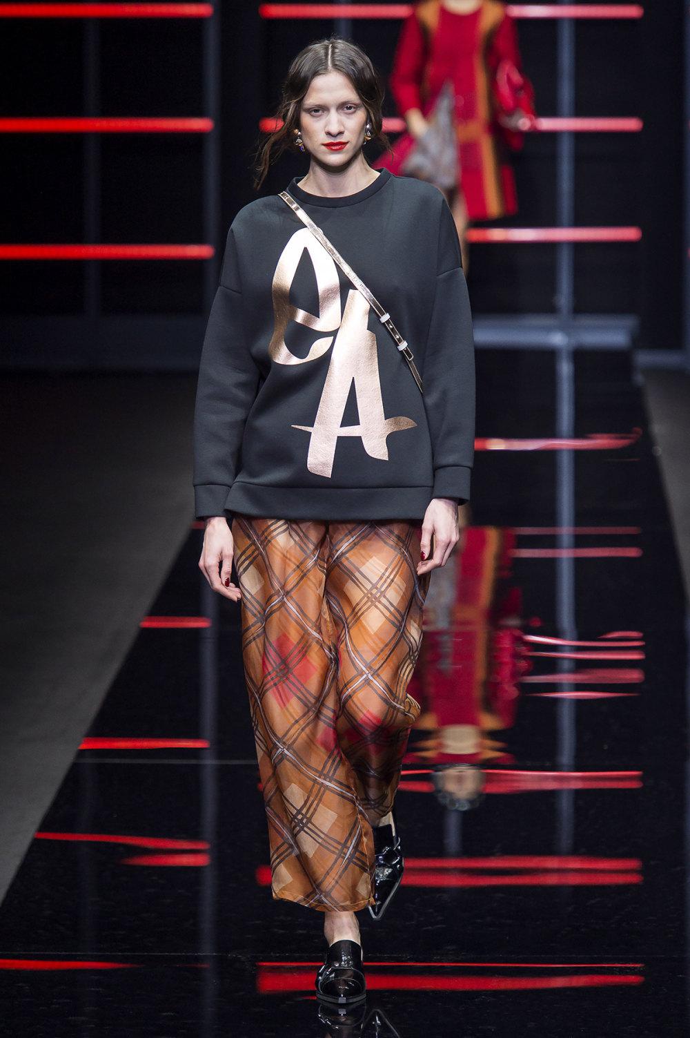 Emporio Armani时装系列畅的裤子带有柔滑裙子的鸡尾酒礼服-9.jpg