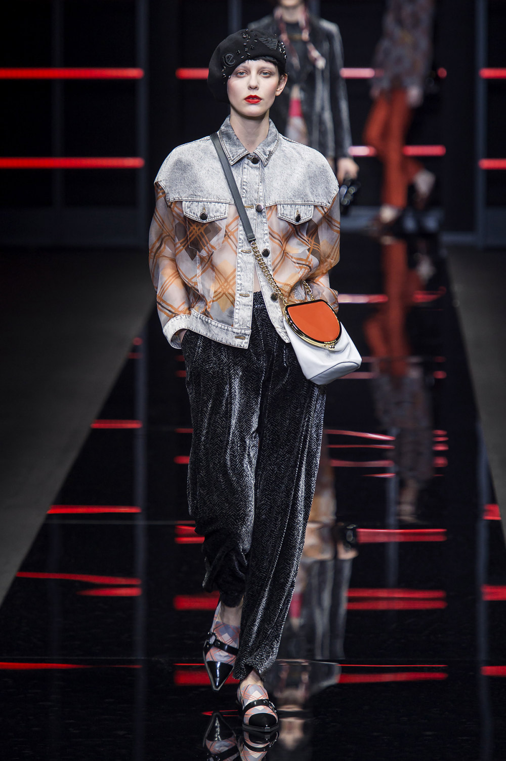 Emporio Armani时装系列畅的裤子带有柔滑裙子的鸡尾酒礼服-12.jpg