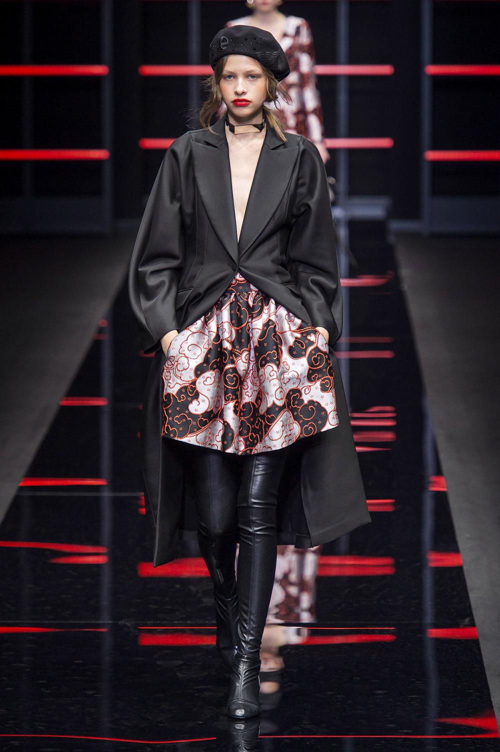 Emporio Armani时装系列畅的裤子带有柔滑裙子的鸡尾酒礼服-17.jpg