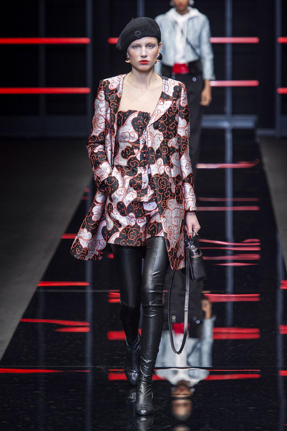 Emporio Armani时装系列畅的裤子带有柔滑裙子的鸡尾酒礼服-18.jpg