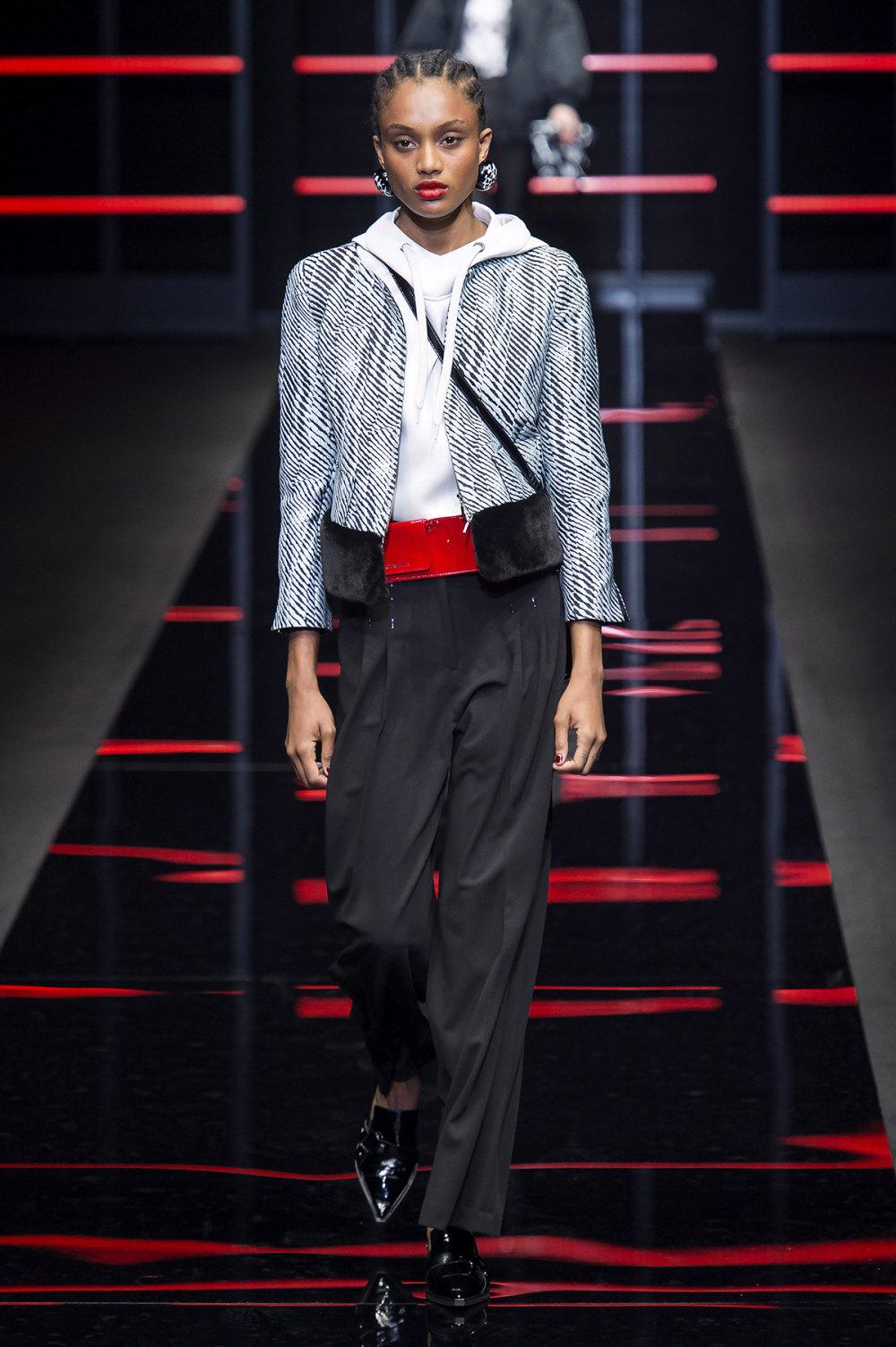 Emporio Armani时装系列畅的裤子带有柔滑裙子的鸡尾酒礼服-19.jpg