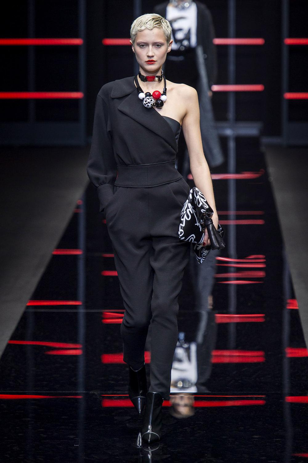 Emporio Armani时装系列畅的裤子带有柔滑裙子的鸡尾酒礼服-24.jpg