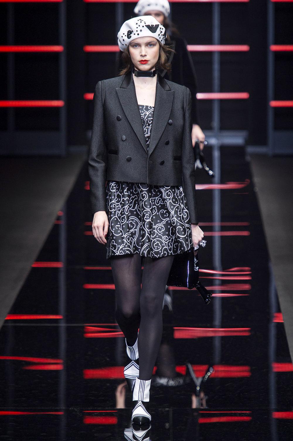 Emporio Armani时装系列畅的裤子带有柔滑裙子的鸡尾酒礼服-29.jpg