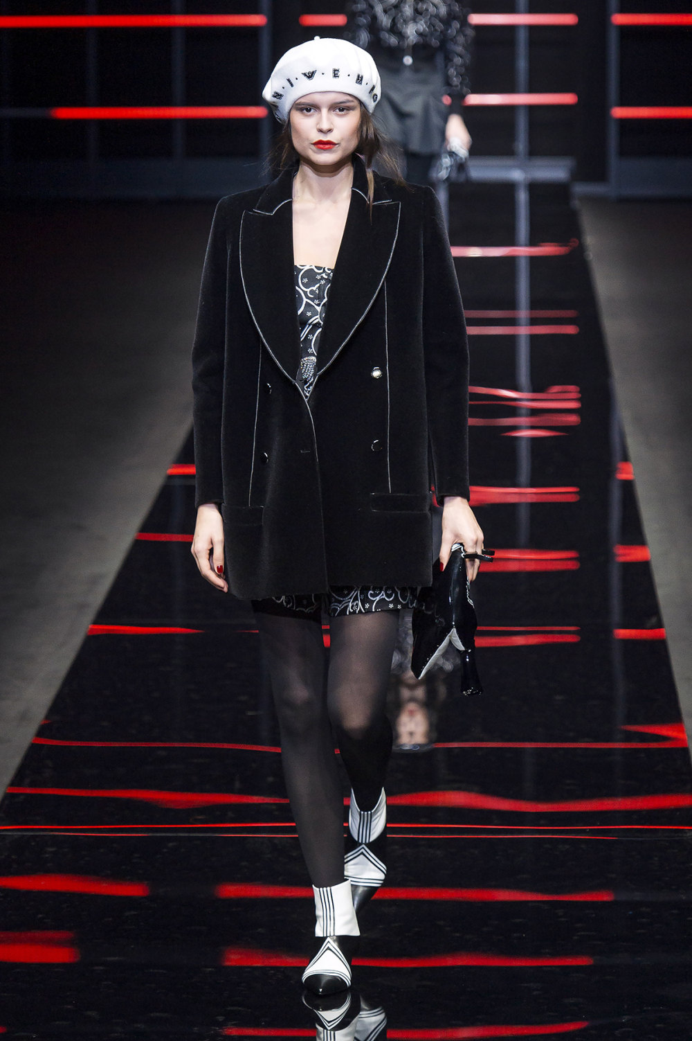 Emporio Armani时装系列畅的裤子带有柔滑裙子的鸡尾酒礼服-30.jpg