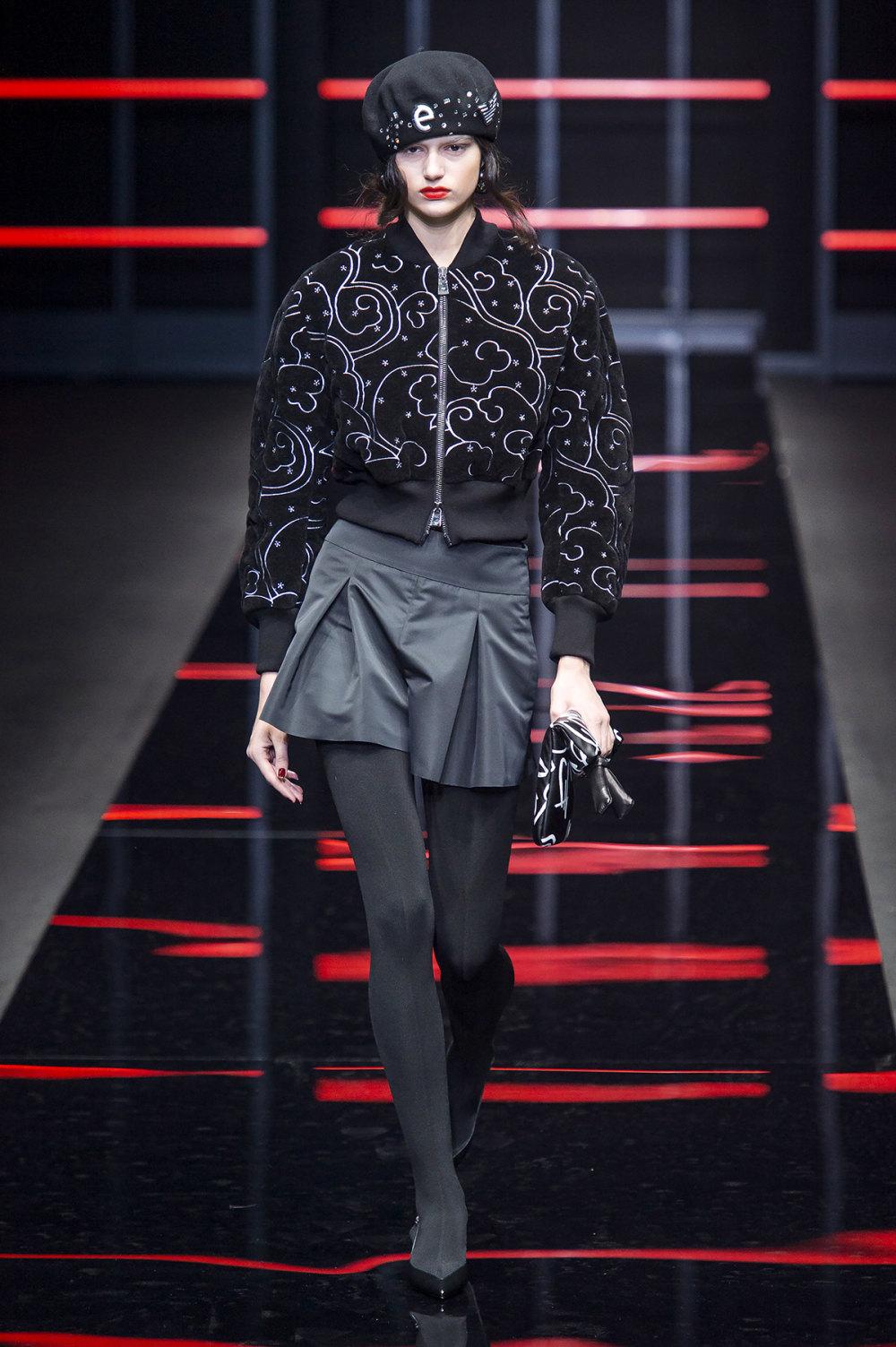 Emporio Armani时装系列畅的裤子带有柔滑裙子的鸡尾酒礼服-31.jpg