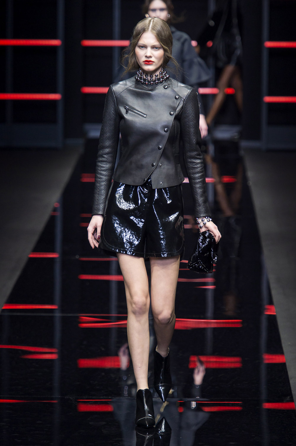 Emporio Armani时装系列畅的裤子带有柔滑裙子的鸡尾酒礼服-33.jpg