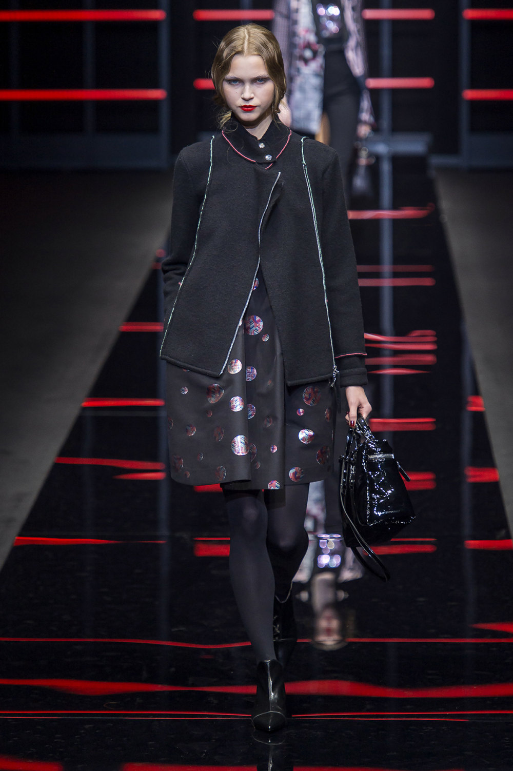 Emporio Armani时装系列畅的裤子带有柔滑裙子的鸡尾酒礼服-38.jpg