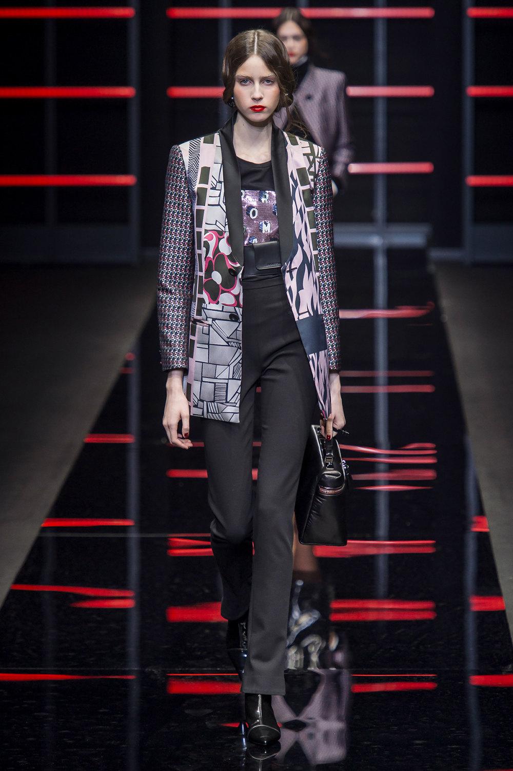 Emporio Armani时装系列畅的裤子带有柔滑裙子的鸡尾酒礼服-39.jpg