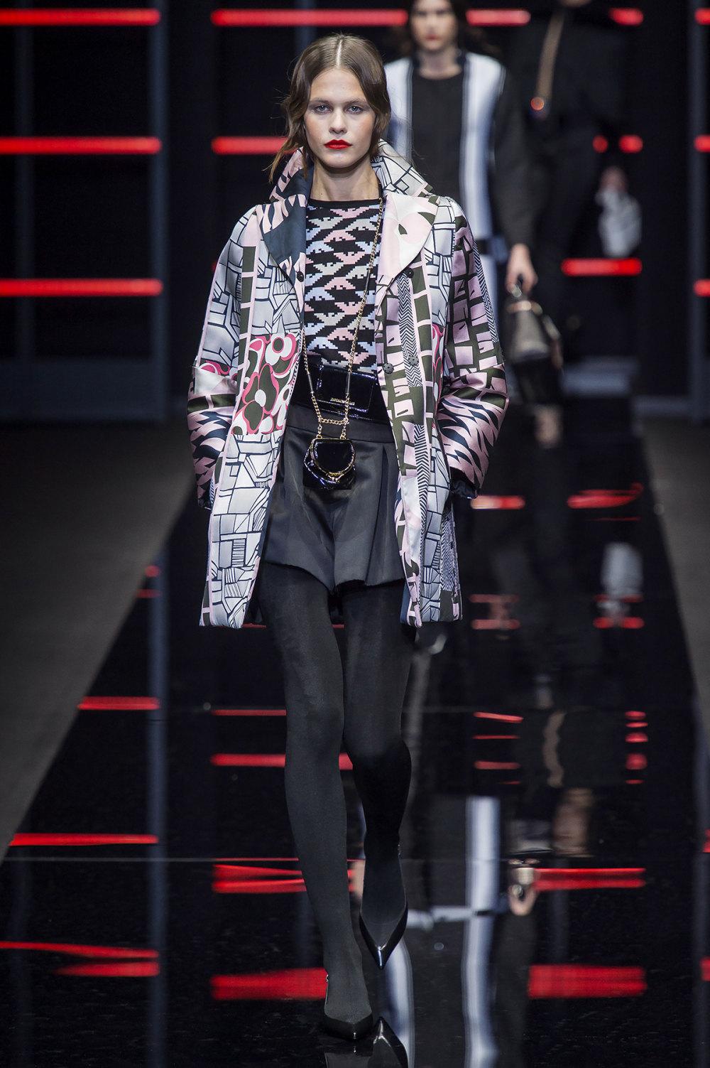 Emporio Armani时装系列畅的裤子带有柔滑裙子的鸡尾酒礼服-41.jpg