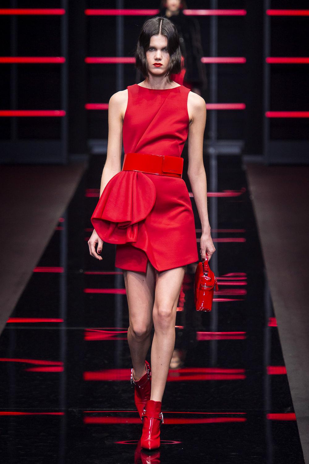 Emporio Armani时装系列畅的裤子带有柔滑裙子的鸡尾酒礼服-54.jpg