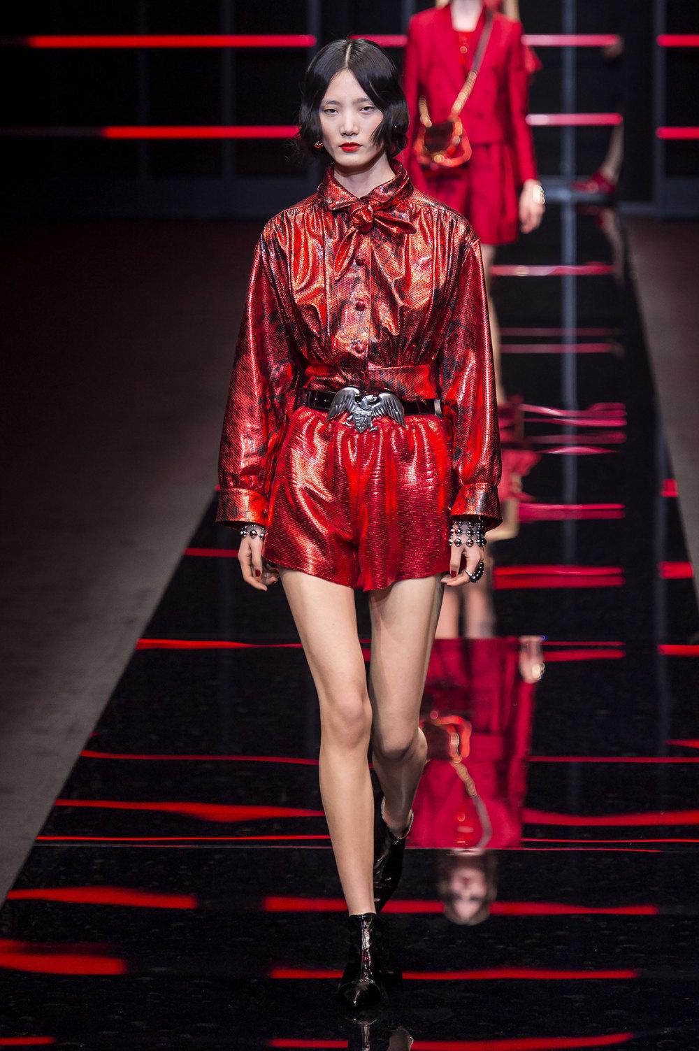 Emporio Armani时装系列畅的裤子带有柔滑裙子的鸡尾酒礼服-56.jpg