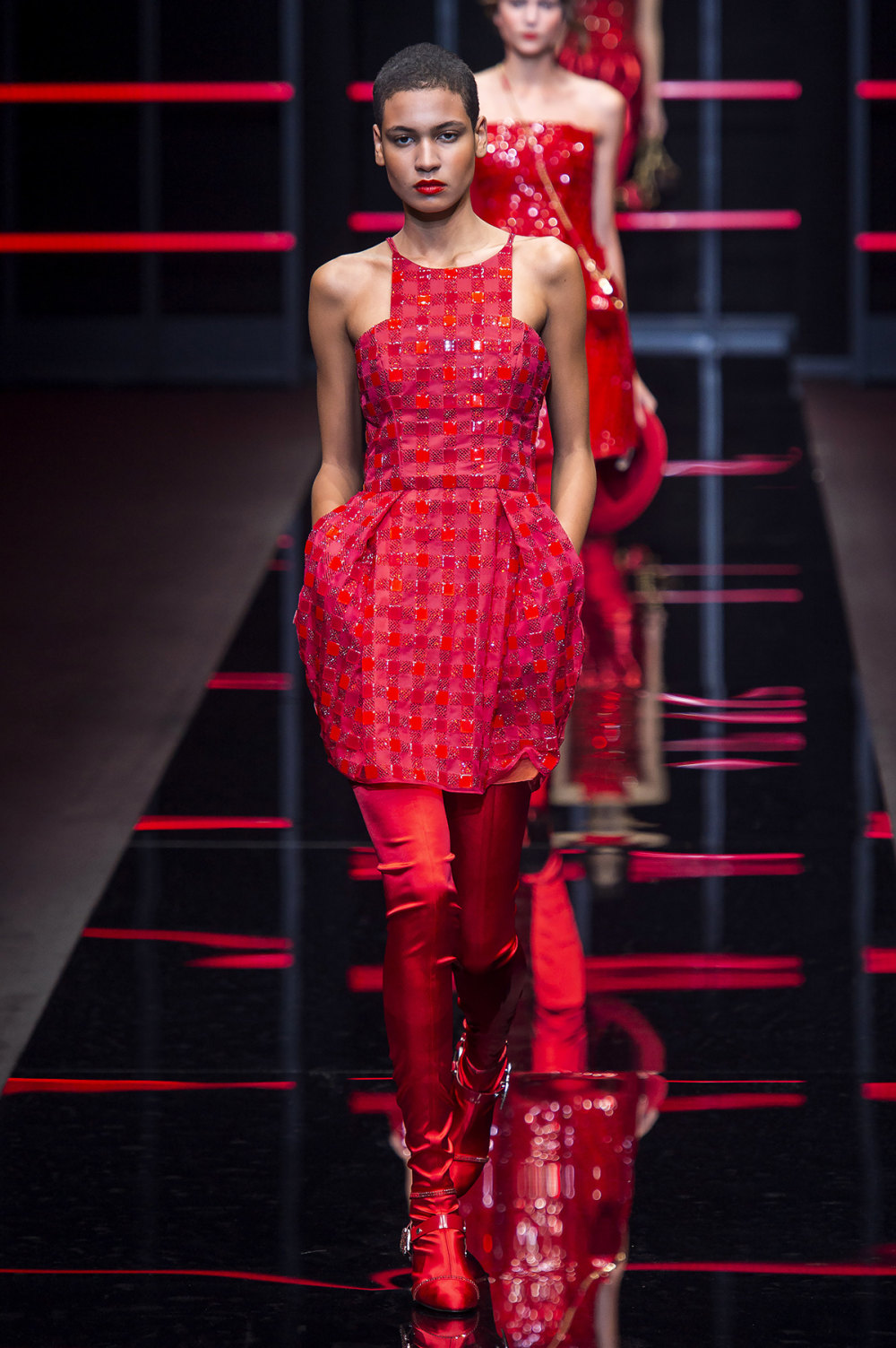 Emporio Armani时装系列畅的裤子带有柔滑裙子的鸡尾酒礼服-60.jpg