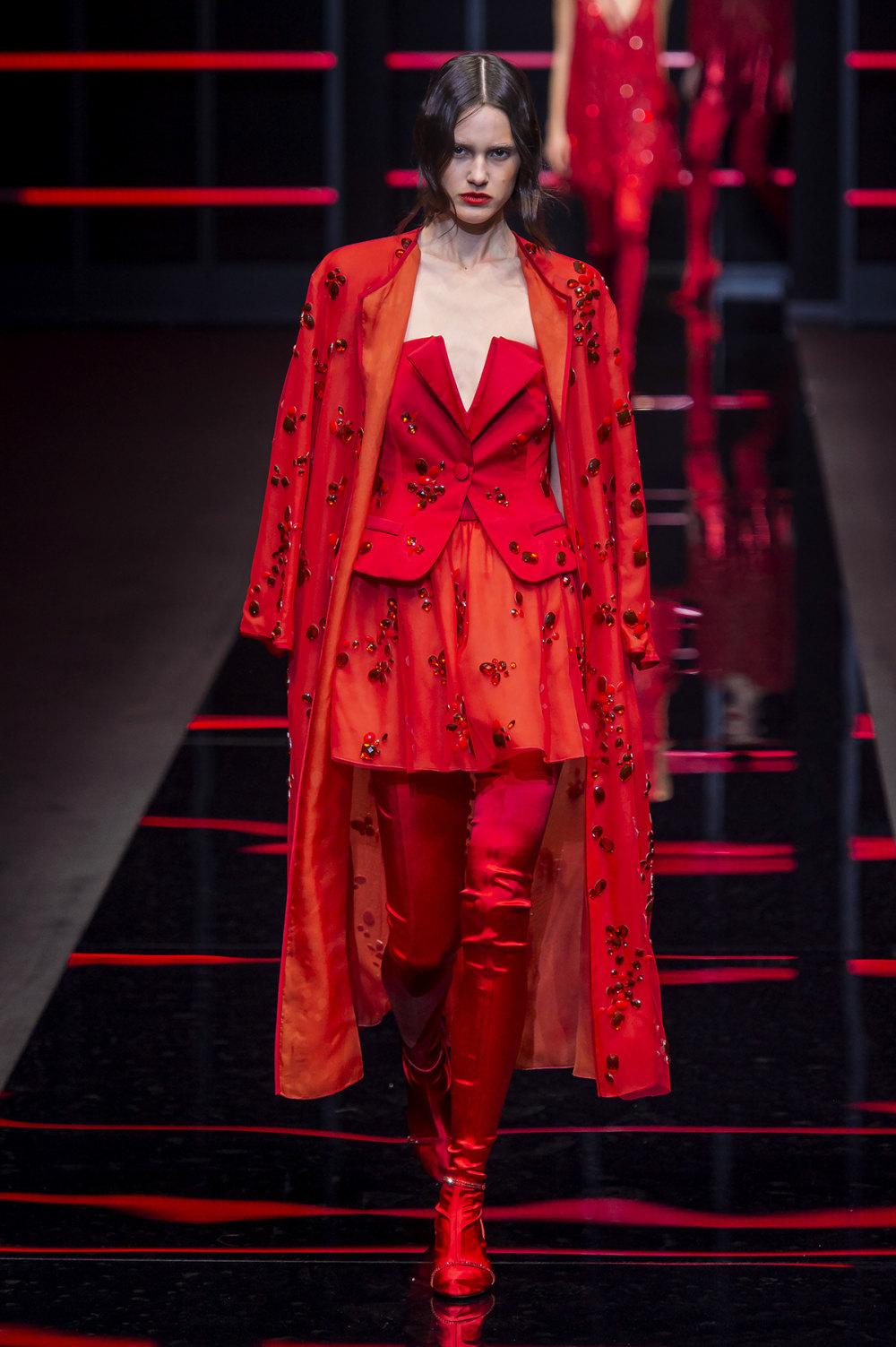 Emporio Armani时装系列畅的裤子带有柔滑裙子的鸡尾酒礼服-67.jpg