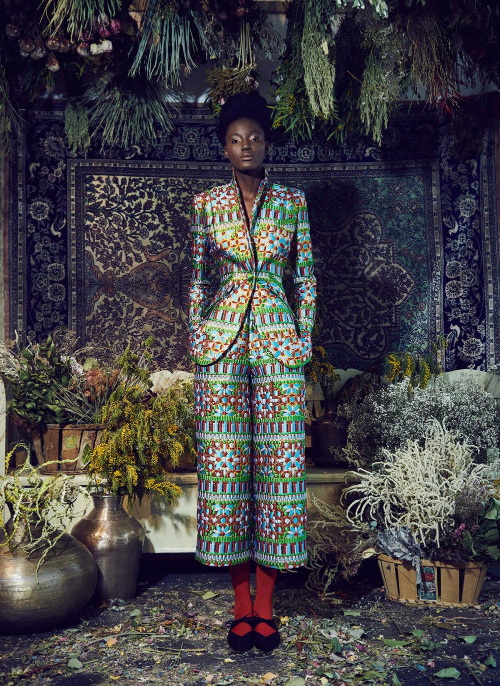 Rianna+Nina时装系列定制的夹克和金属光泽的七分裤定义未来主义-1.jpg