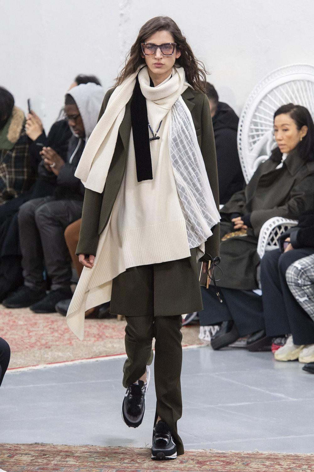 Sacai时装系列超大号黑色圆领毛衣和长款绿色北欧毛衣连衣裙-8.jpg