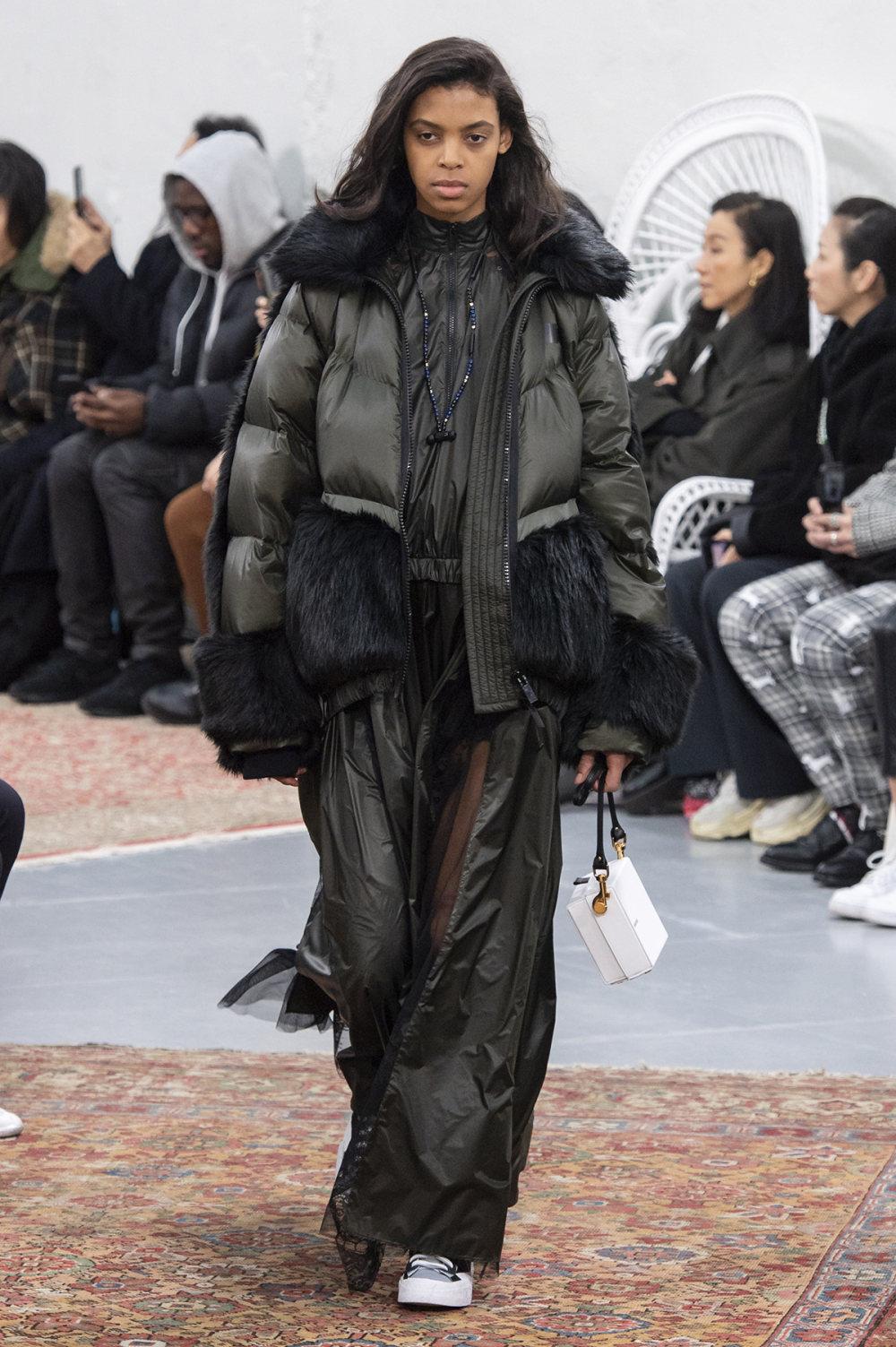 Sacai时装系列超大号黑色圆领毛衣和长款绿色北欧毛衣连衣裙-10.jpg