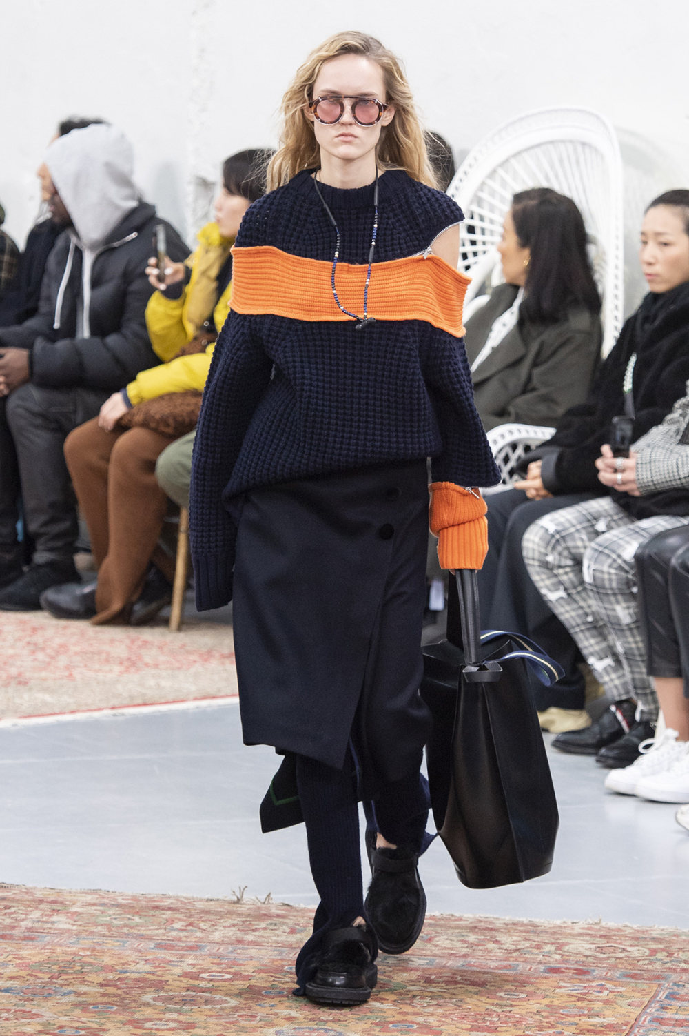 Sacai时装系列超大号黑色圆领毛衣和长款绿色北欧毛衣连衣裙-21.jpg
