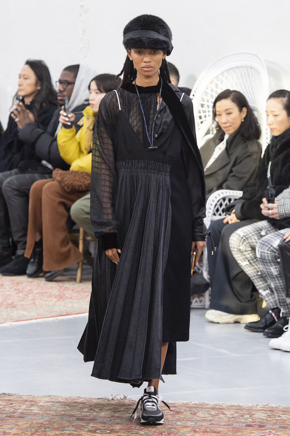 Sacai时装系列超大号黑色圆领毛衣和长款绿色北欧毛衣连衣裙-26.jpg