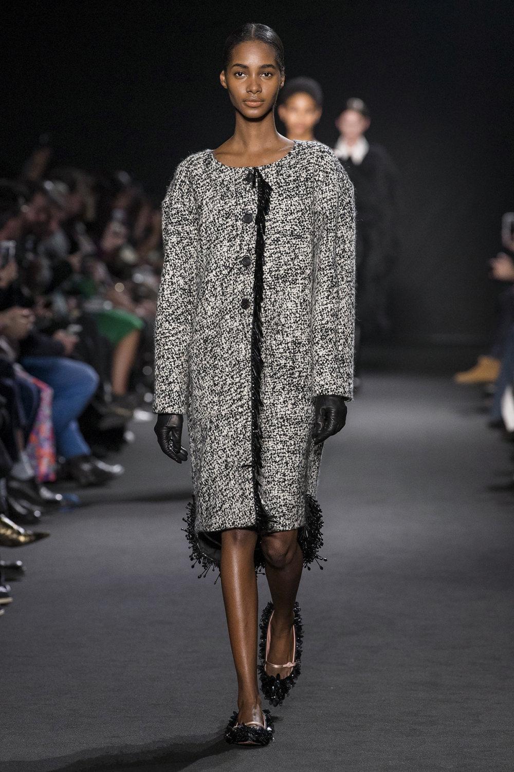 Rochas时装系列黑色无领斜纹软呢褶皱的黑色裙身饰有超细短袖衬衫-4.jpg