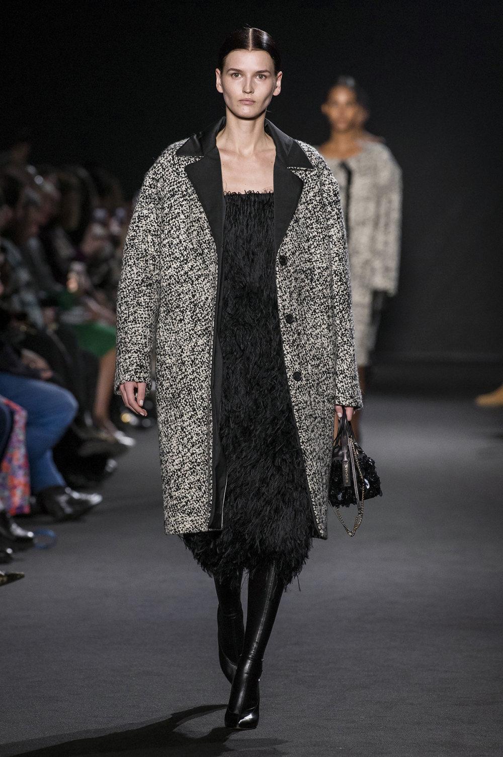 Rochas时装系列黑色无领斜纹软呢褶皱的黑色裙身饰有超细短袖衬衫-3.jpg
