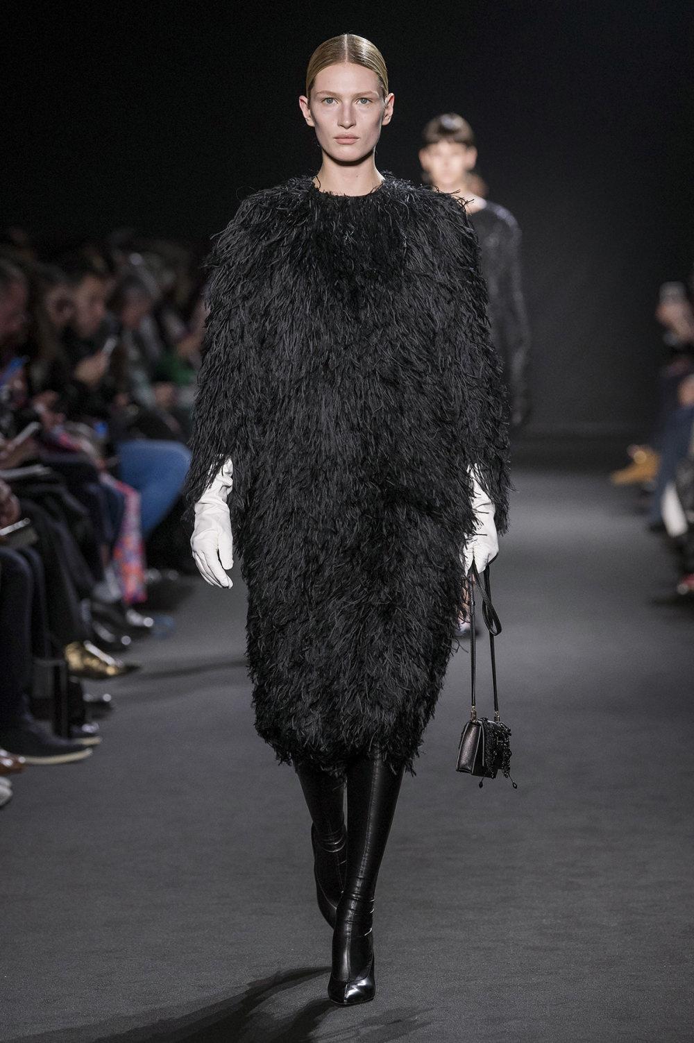Rochas时装系列黑色无领斜纹软呢褶皱的黑色裙身饰有超细短袖衬衫-7.jpg