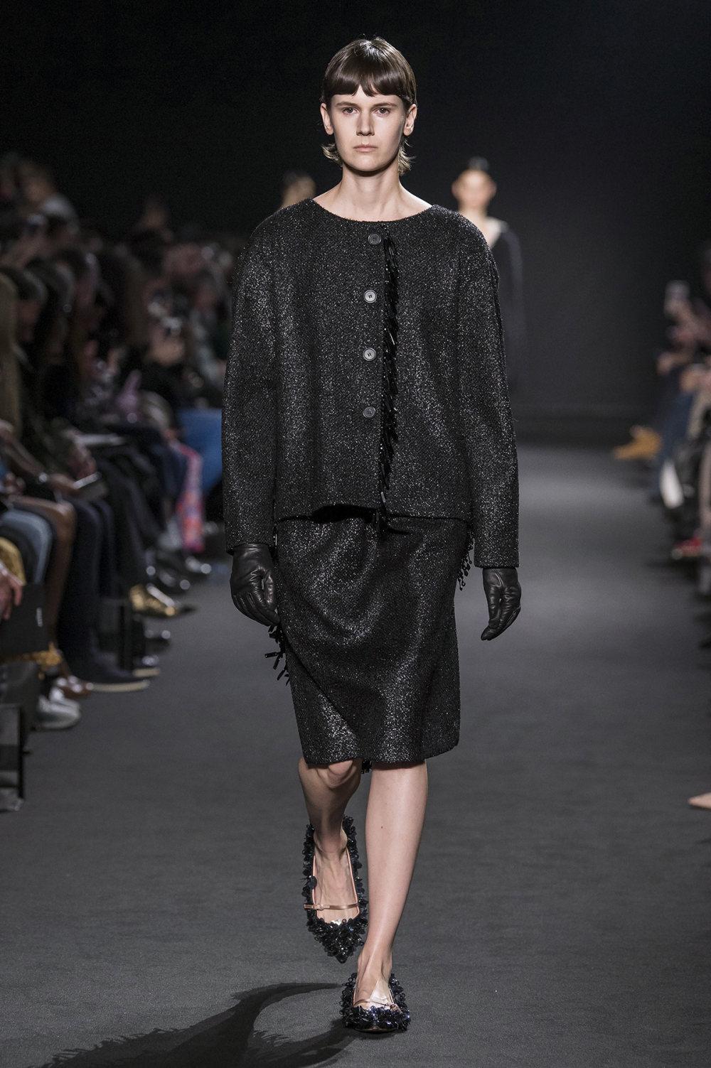 Rochas时装系列黑色无领斜纹软呢褶皱的黑色裙身饰有超细短袖衬衫-8.jpg