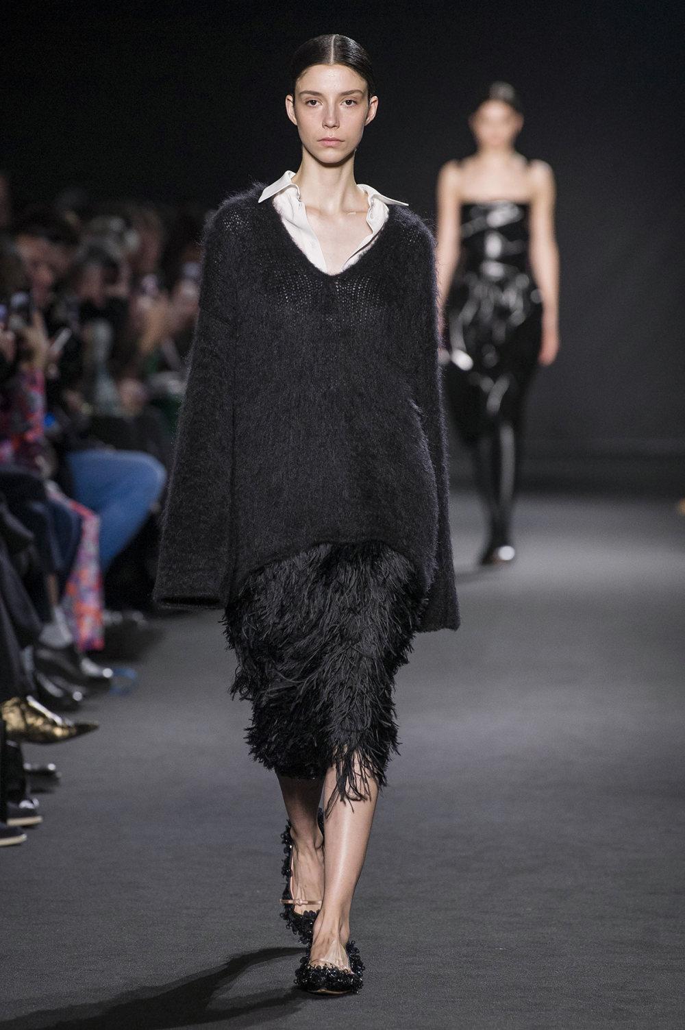 Rochas时装系列黑色无领斜纹软呢褶皱的黑色裙身饰有超细短袖衬衫-9.jpg