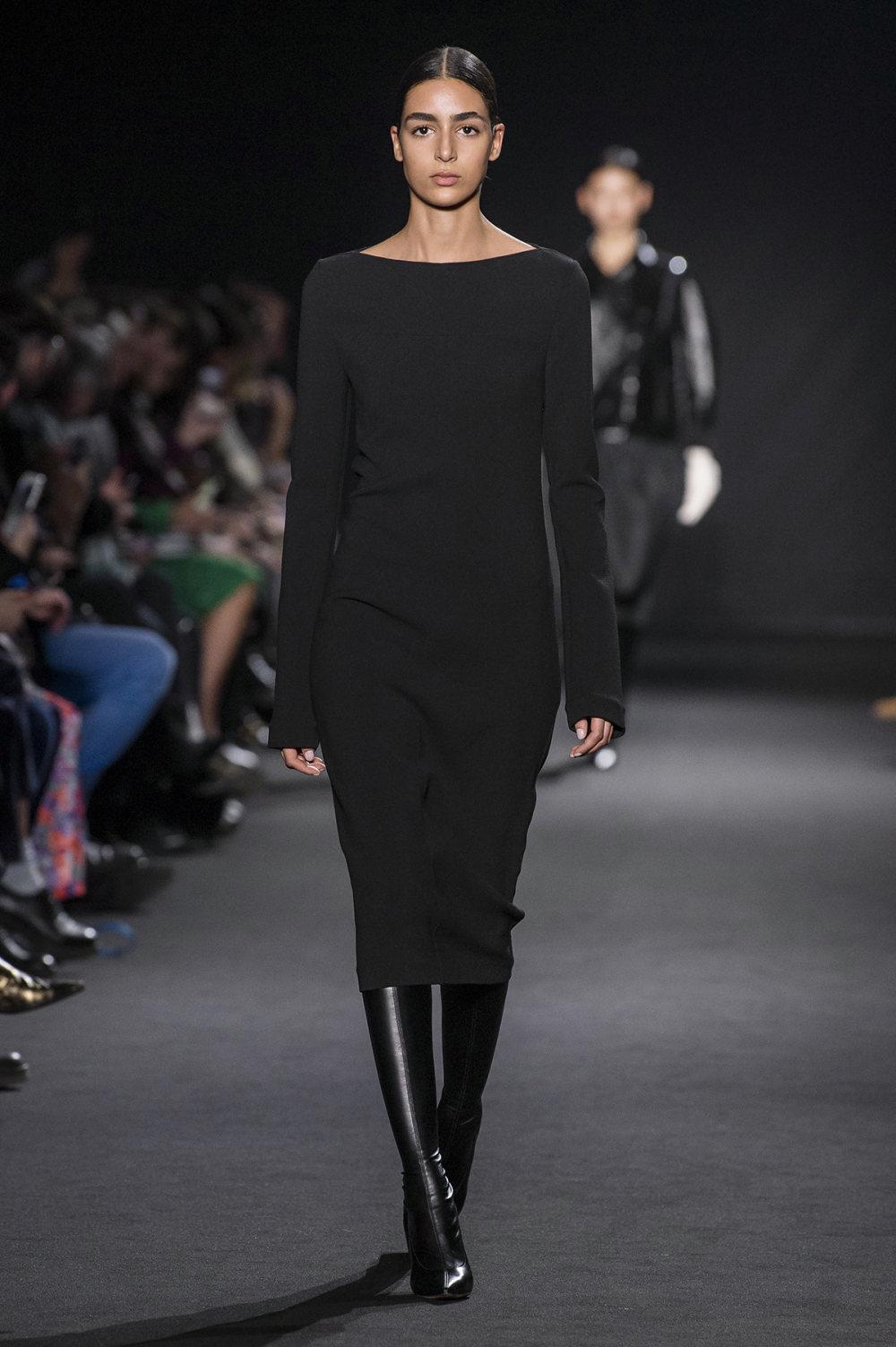 Rochas时装系列黑色无领斜纹软呢褶皱的黑色裙身饰有超细短袖衬衫-12.jpg