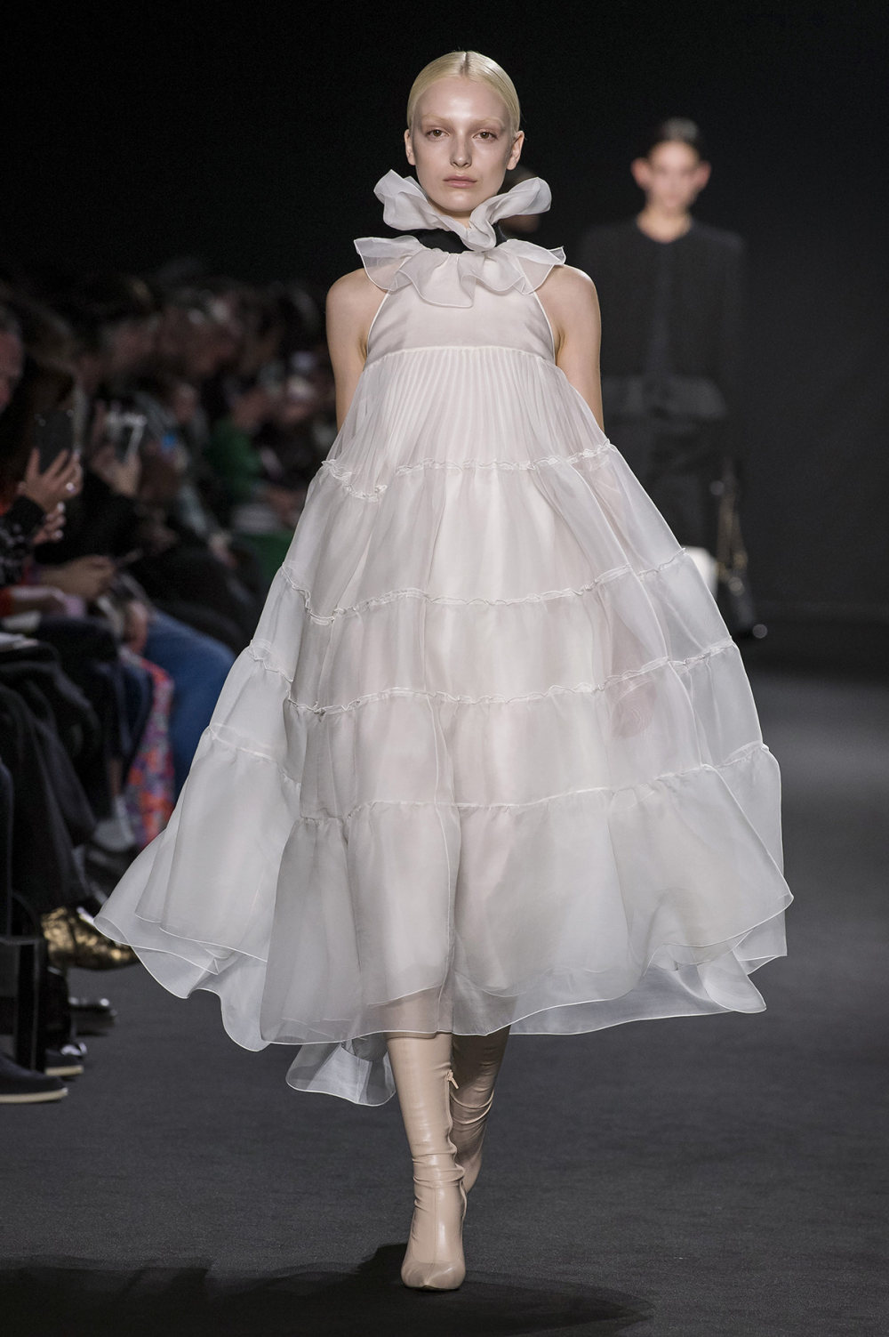Rochas时装系列黑色无领斜纹软呢褶皱的黑色裙身饰有超细短袖衬衫-14.jpg