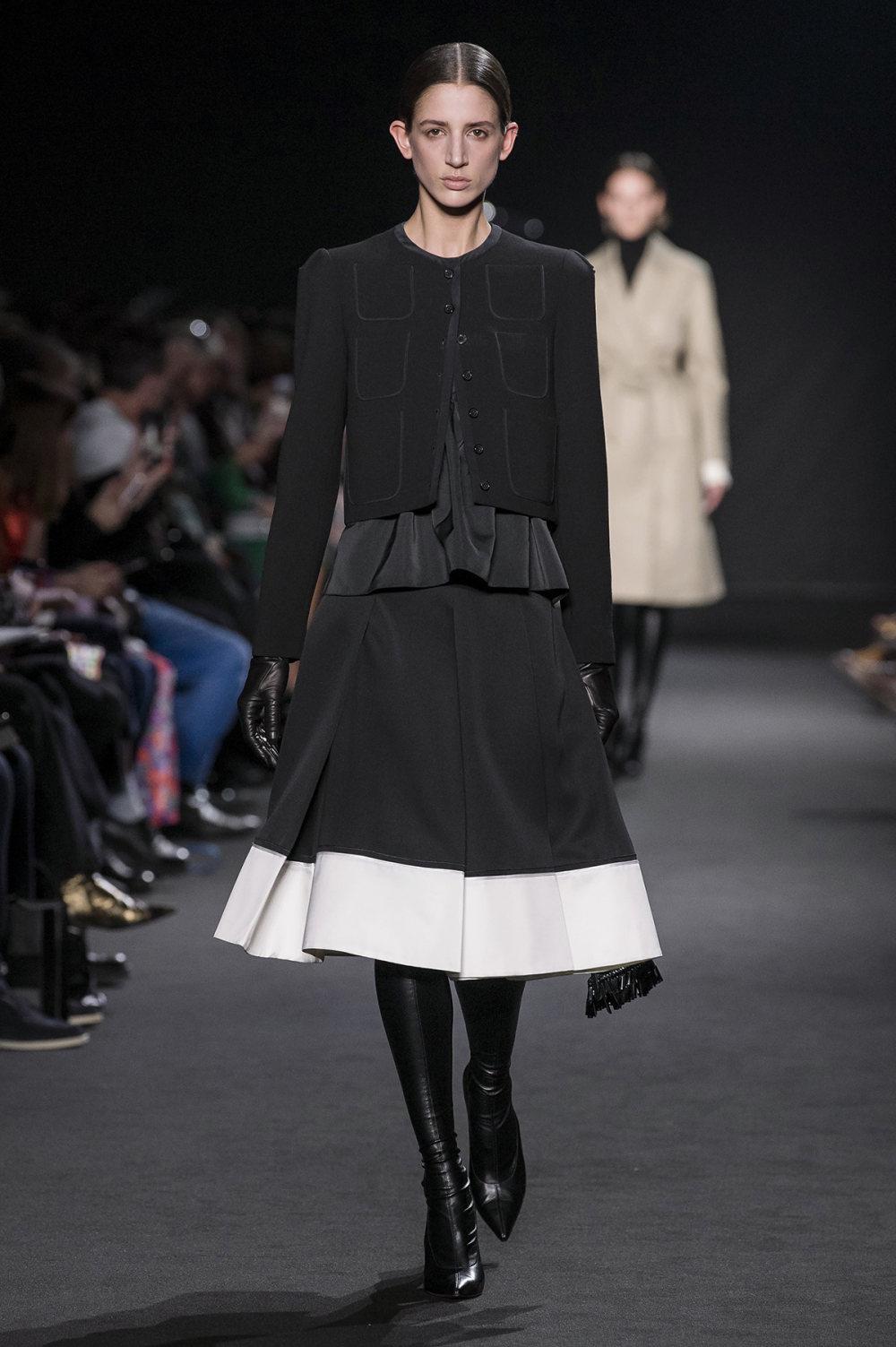 Rochas时装系列黑色无领斜纹软呢褶皱的黑色裙身饰有超细短袖衬衫-15.jpg