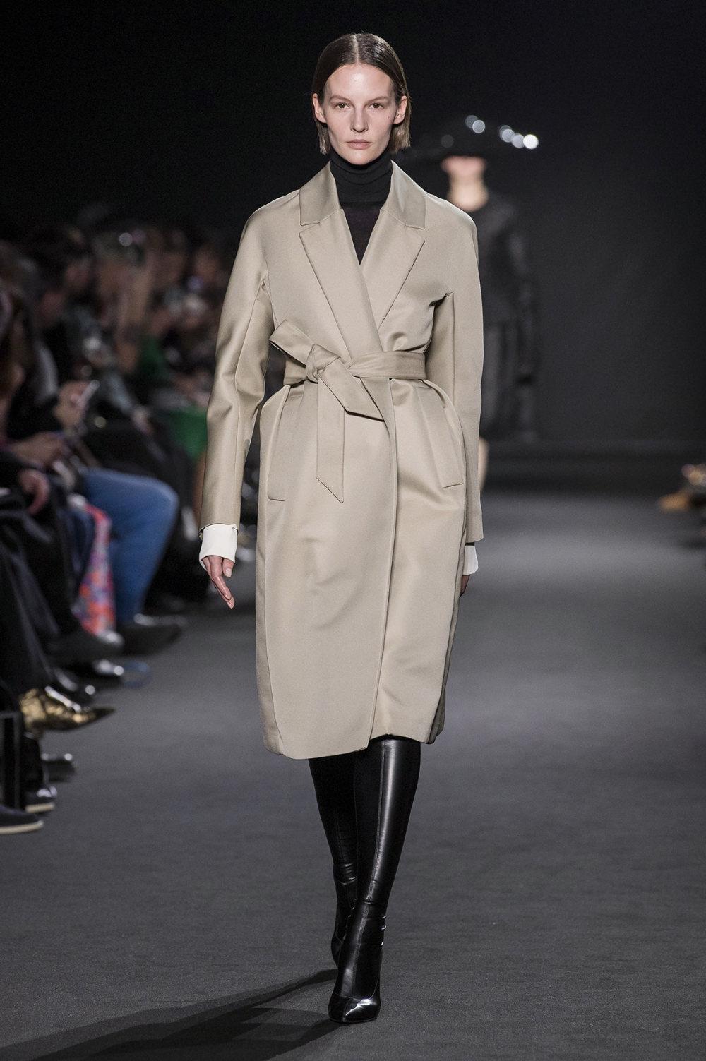 Rochas时装系列黑色无领斜纹软呢褶皱的黑色裙身饰有超细短袖衬衫-16.jpg