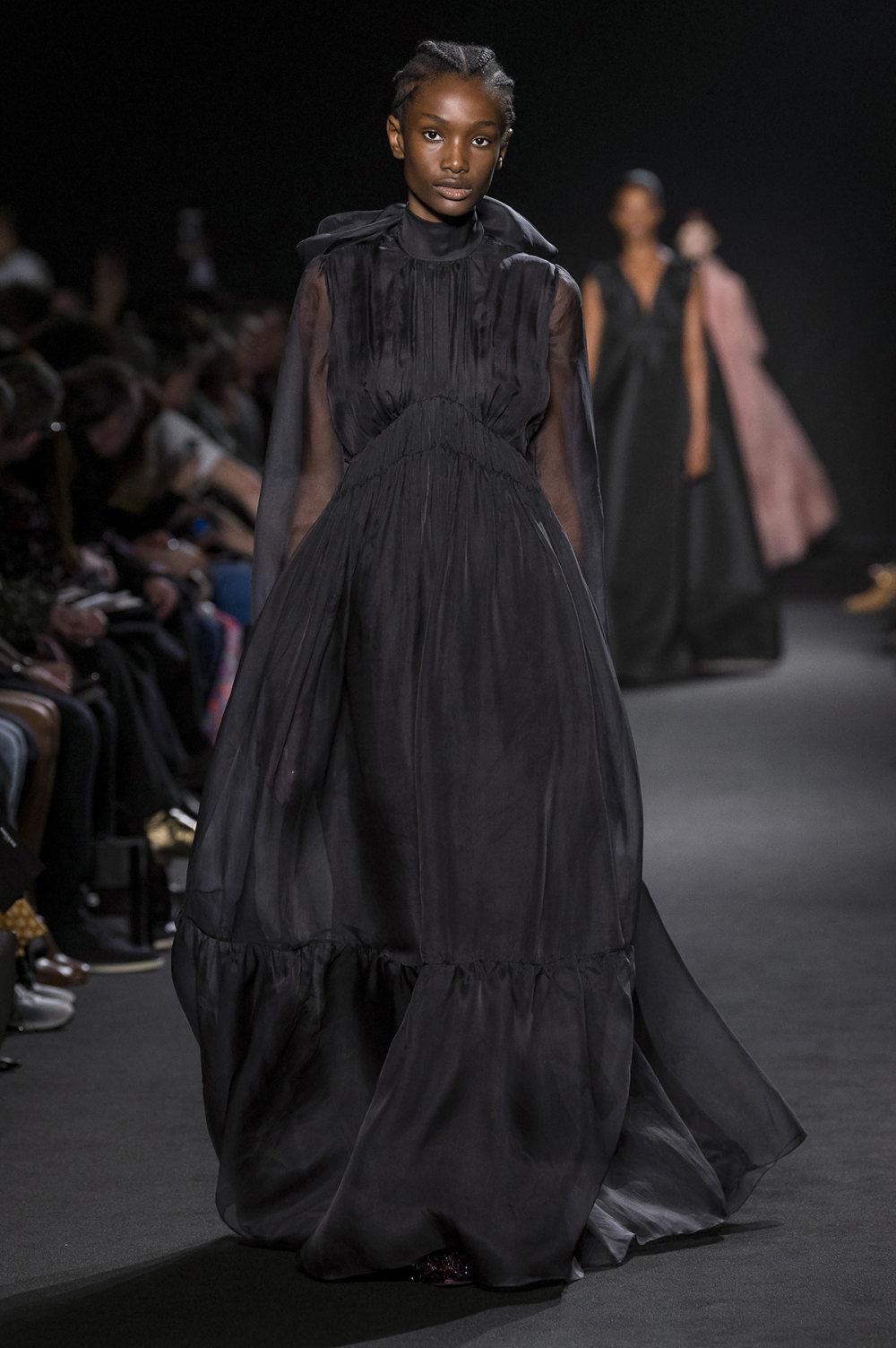 Rochas时装系列黑色无领斜纹软呢褶皱的黑色裙身饰有超细短袖衬衫-34.jpg