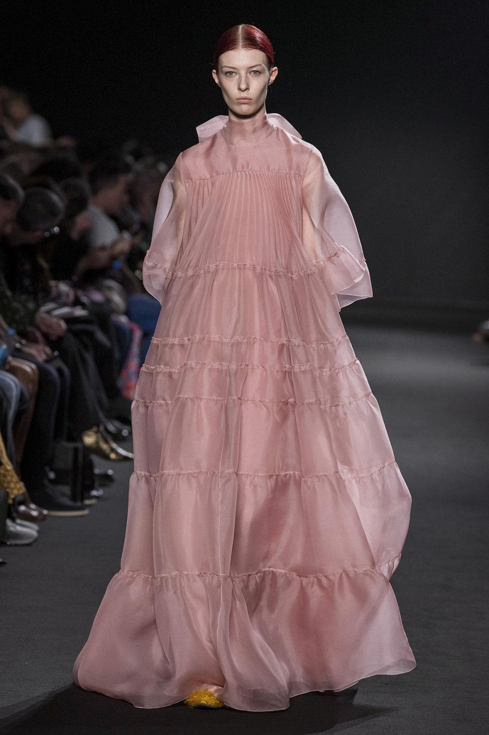 Rochas时装系列黑色无领斜纹软呢褶皱的黑色裙身饰有超细短袖衬衫-36.jpg