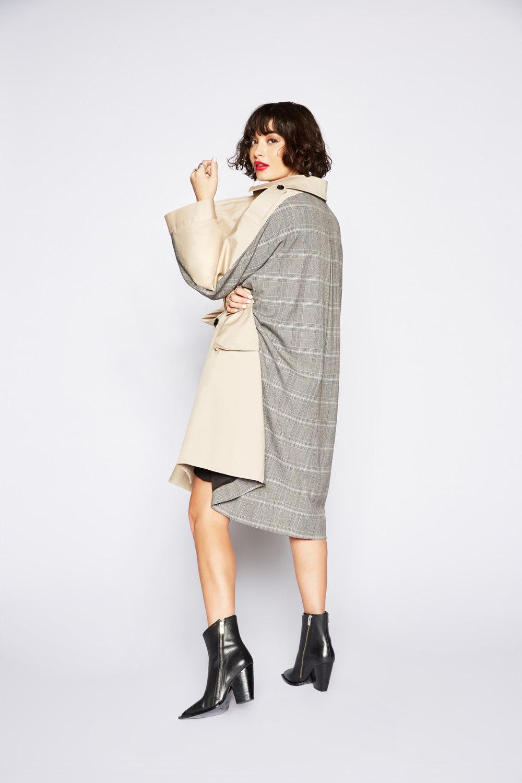 The Kooples时装系列强调外衣人造皮草外套和白色人造皮夹克-1.jpg