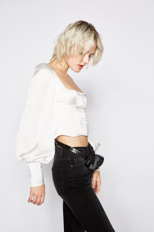 The Kooples时装系列强调外衣人造皮草外套和白色人造皮夹克-7.jpg