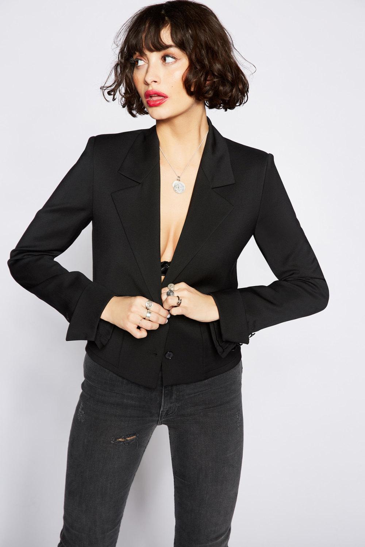 The Kooples时装系列强调外衣人造皮草外套和白色人造皮夹克-15.jpg