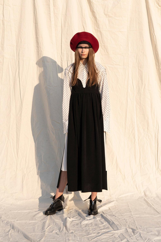 Y's时装系列黑色系列的一个关键主题是透明度标志性的华达呢外套-52.jpg