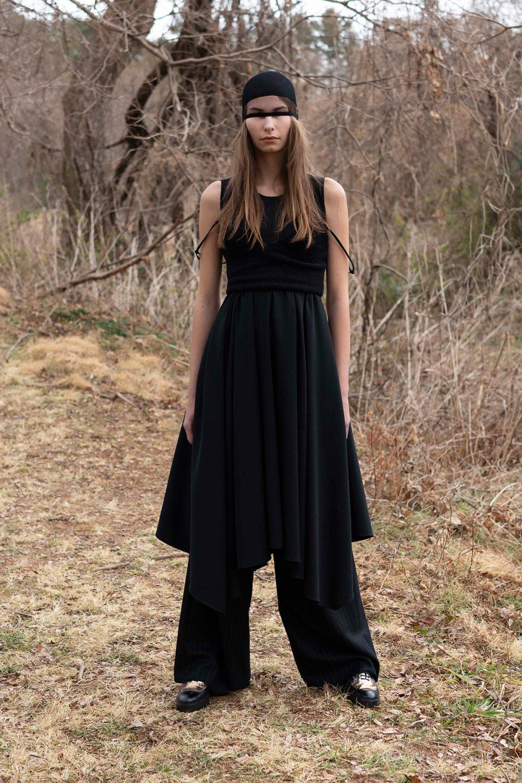 Y's时装系列黑色系列的一个关键主题是透明度标志性的华达呢外套-55.jpg