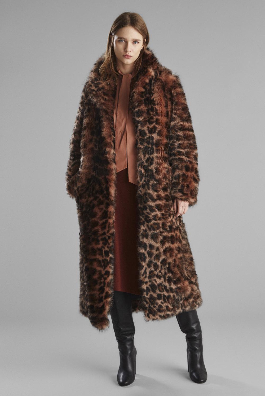 Yves Salomon时装系列蓬松的表面以及打印包括豹纹图案的印花-2.jpg