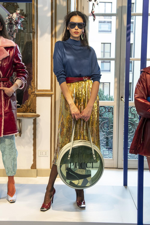 Emilio Pucci时装系列搭配运动裤以及六十年代流苏的条纹雪纺上衣-2.jpg