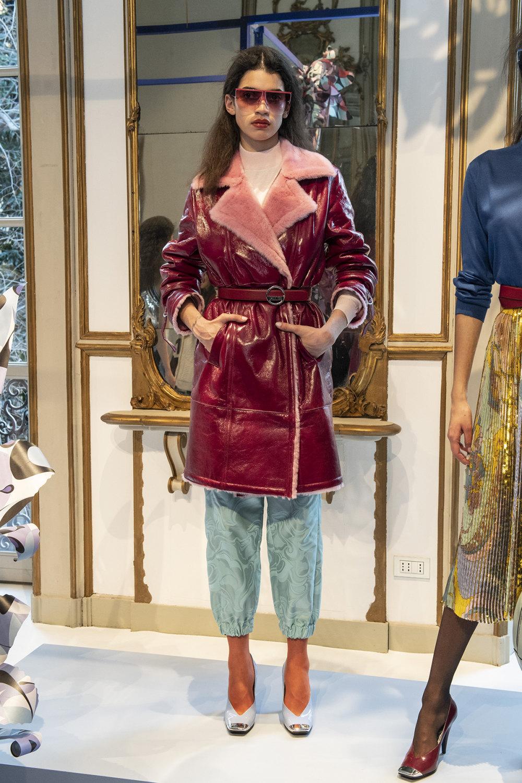 Emilio Pucci时装系列搭配运动裤以及六十年代流苏的条纹雪纺上衣-3.jpg